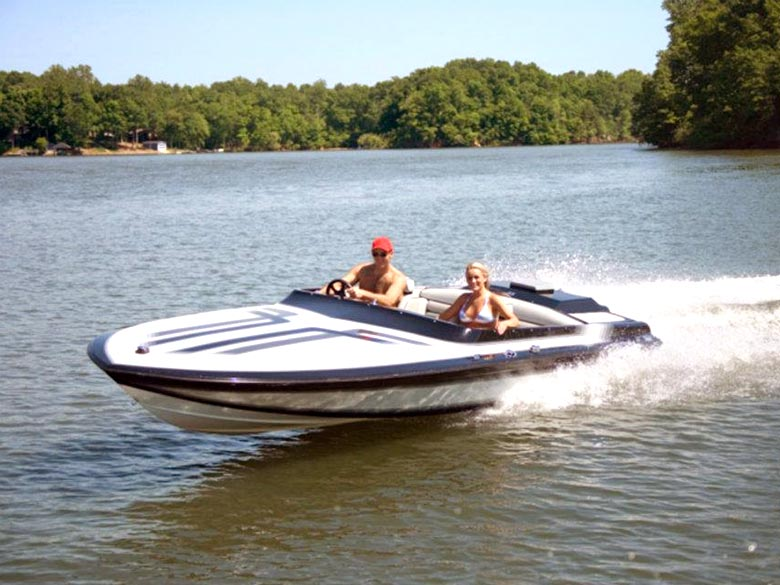 Men and Women is power boat on Lake